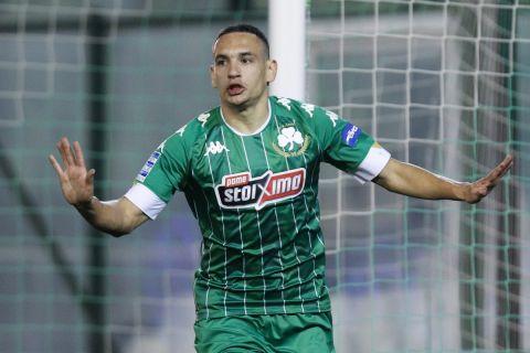 Ο Δημήτρης Εμμανουηλίδης πανηγυρίζει το γκολ του στο Παναθηναϊκός - ΑΕΛ /10-1-2021