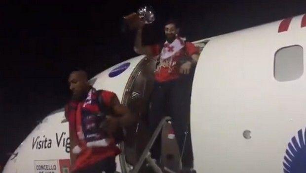 Μπασκόνια: Γλέντι δίχως τέλος στο αεροπλάνο για την κατάκτηση του πρωταθλήματος