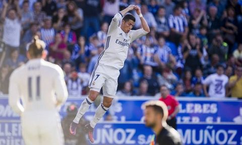 VITORIA-GASTEIZ, SPAIN - OCTOBER 29:  Cristiano Ronaldo of Real Madrid celebrates after scoring his team's second goal during the La Liga match between Deportivo Alaves and Real Madrid at Mendizorroza stadium on October 29, 2016 in Vitoria-Gasteiz, Spain.  (Photo by Juan Manuel Serrano Arce/Getty Images)