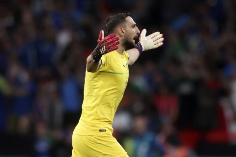 Ο Ντοναρούμα πανηγυρίζει στον τελικό του Euro 2020 ανάμεσα στην Ιταλία και την Αγγλία | 11 Ιουλίου 2021
