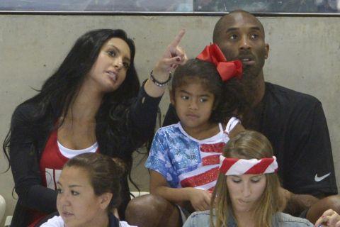 Η οικογένεια Μπράιαντ παρακολουθεί αγώνισμα στους Ολυμπιακούς του 2012