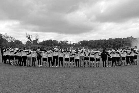 Οι ποδοσφαιριστές της Μπούρζα Μπίστριτσα τιμούν τη μνήμη του Ρόμπερτ Κορτσόβσκι