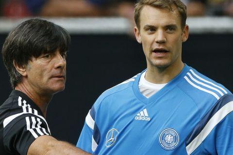 """Λεβ: """"Βασικός ή εκτός Παγκοσμίου Κυπέλλου ο Νόιερ"""""""