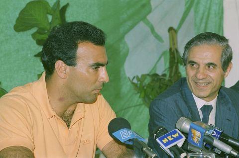 Ο Παύλος Γιαννακόπουλος παρουσιάζει τον Νίκο Γκάλη, το καλοκαίρι του 1992