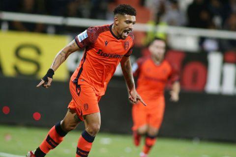 Ο Αουγκούστο πανηγυρίζει το γκολ του στο ΠΑΟΚ - ΟΦΗ για τη Super League Interwetten.