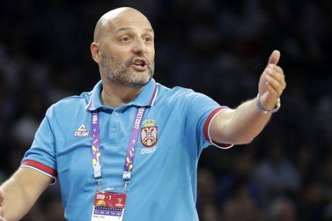Serbia's coach Aleksandar Djordjevic gestures to his players during their Eurobasket European Basketball Championship quarterfinal match against Italy in Istanbul, Wednesday, Sept. 13. 2017. (AP Photo/Lefteris Pitarakis)