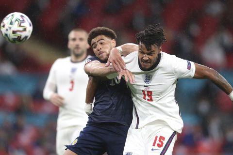 Μονομαχία μεταξύ Άνταμς και Μινγκς στο ματς μεταξύ της Αγγλιάς και της Σκωτίας στο Euro 2020