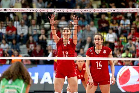 Η Μελίνα Εμμανουηλίδου με την Στέλλα Χριστοδούλου σε αγώνα του Ολυμπιακού