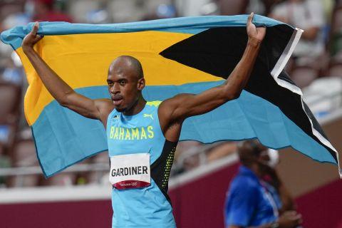 Ο Γκάρντινερ από τις Μπαχάμες μετά τη νίκη του τον τελικό των 400μ. | 5 Αυγούστου 2021