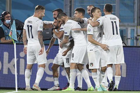 Οι παίκτες της Ιταλίας πανηγυρίζουν στην πρεμιέρα του Euro 2020 στο ματς κόντρα στην Τουρκία στο Ολίμπικο