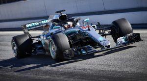 Ο Χάμιλτον ανανεώνει με τη Mercedes