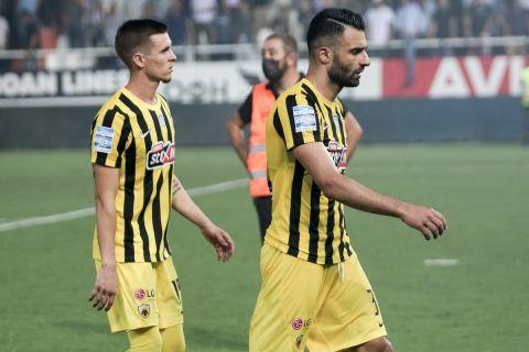 Απογοητευμένοι οι παίκτες της ΑΕΚ για την ήττα