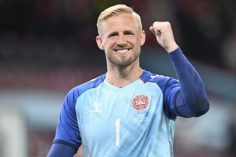 Ο Κάσπερ Σμάιχελ πανηγυρίζει μετά από νίκη της Δανίας επί της Ρωσίας στην τελική φάση του Euro 2020