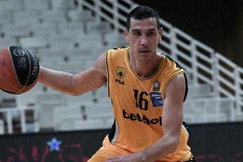 Ο Νίκος Ζήσης σε αγώνα ΑΕΚ - ΠΑΟΚ την σεζόν 2020/21