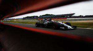 Grosjean: «Οι αγωνοδίκες χαρίστηκαν στον Hamilton»