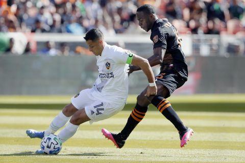 Ο Τσιτσαρίτο κόντρα στον Μαϊνόρ Φιγκερόα σε ματς στην MLS κόντρα στο Χιούστον