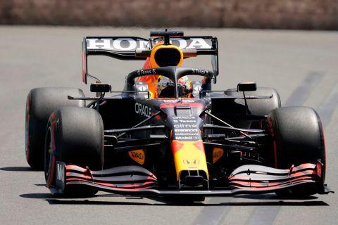 Ο Μαξ Φερστάπεν της Red Bull σε στιγμιότυπο της FP1 για τη Formula 1 2021 στο grand prix του Μπακού | Παρασκευή 4 Ιουνίου 2021