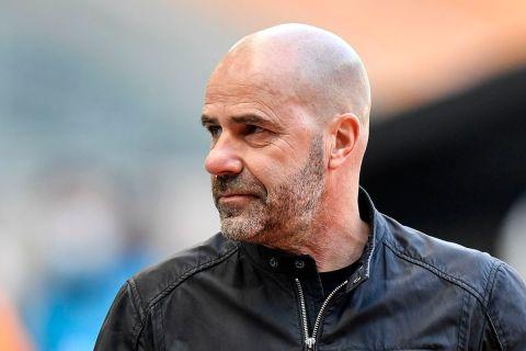 """Ο προπονητής της Λεβερκούζεν, Πέτερ Μπος, σε στιγμιότυπο της αναμέτρησης με την Γκλάντμπαχ για την Bundesliga 2020-2021 στο """"Μπορούσια Παρκ"""", Μενχεγκλάντμπαχ   Σάββατο 6 Μαρτίου 2021"""