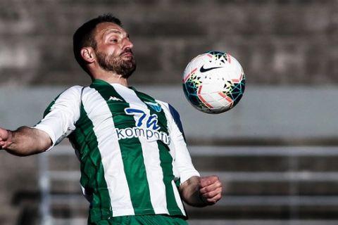 Ο Τζιώρας κοντρολάρει την μπάλα στο Τρίκαλα - Λεβαδειακός για τη Super League 2.