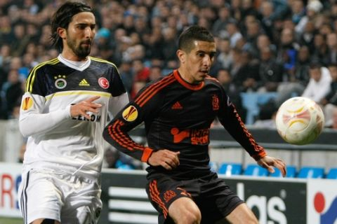 Marseille's French forward Florian Raspentino, right, challenges for the ball with Fenerbahce's Turkish defender Hasan Ali Kaldirim,   during their UEFA Europa League Group C soccer match, in Marseille, southern France, Thursday, Nov. 22, 2012. (AP Photo/Claude Paris)