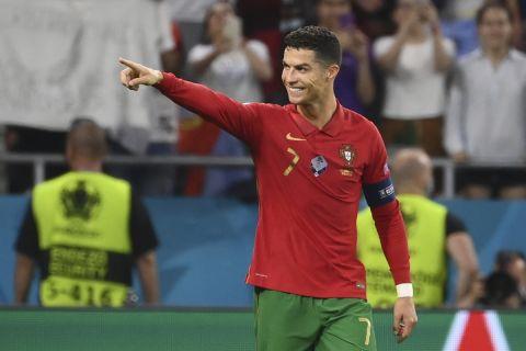 Ο Κριστιάνο Ρονάλντο σκοράρει για την Πορτογαλία κόντρα στην Γαλλία στο Euro 2020