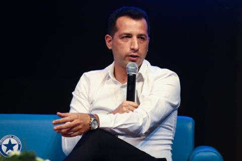 Ο νέος προπονητής του Ατρόμητου, Άνχελ Λόπεθ, κατά την παρουσίαση του από την ομάδα του Περιστερίου   5 Ιουλίου 2021