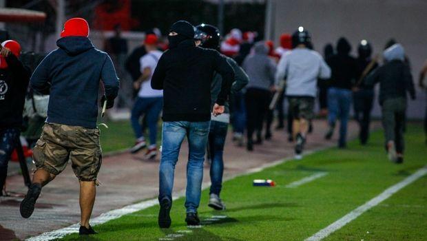 Ολυμπιακός – Μπάγερν Κ19: Εισβολή κουκουλοφόρων (!) και διακοπή του ματς! (photos)
