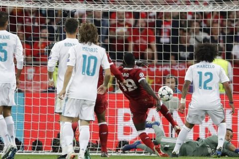 Liverpool's Sadio Mane, second from right, scores during the Champions League Final soccer match between Real Madrid and Liverpool at the Olimpiyskiy Stadium in Kiev, Ukraine, Saturday, May 26, 2018. (AP Photo/Sergei Grits)