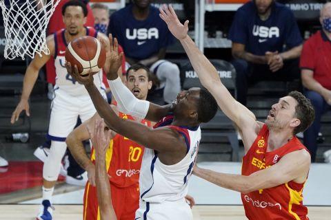 Ο Μπαμ Αντεμπάγιο στο ματς της Team USA με την Ισπανία