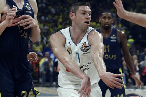 Real Madrid's Fabien Causeur passes the ball past Fenerbahce's Nicolo Melli and Jan Vesely, left, tries to score as blocks him during their Final Four Euroleague final basketball match between Real Madrid and Fenerbahce in Belgrade, Serbia, Sunday, May 20, 2018. (AP Photo/Darko Vojinovic)