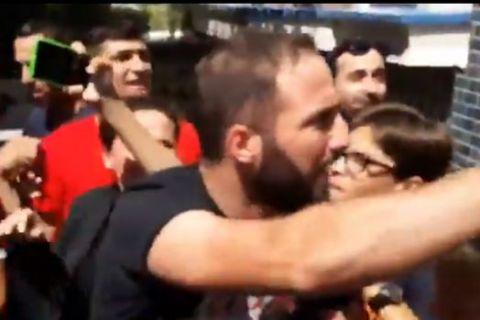 VIDEO: Πήραν το καπέλο από τον  Ιγκουαΐν - Εκνευρίστηκε ο Αργεντινός