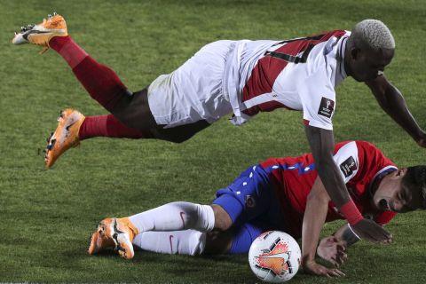 Ο Φελίπε Μόρα κόντρα στον Λουίς Αντβίνκουλα σε μονομαχία Χιλή - Περού για τα προκριματικά του Παγκοσμίου Κυπέλλου