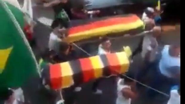 Βραζιλιάνοι έκαναν... κηδεία στη Γερμανία