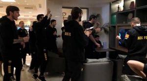 Τσιτσιπάς – Φέντερερ: Πανηγύρισαν οι ποδοσφαιριστές της ΑΕΚ τη νίκη του Στέφανου
