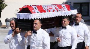 Ολυμπιακός: Με σημαία της ομάδας κηδεύτηκε ο θρυλικός φροντιστής, Ανδρέας Βουρλιώτης