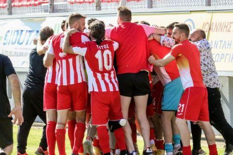 Οι παίκτες της Ξάνθης πανηγυρίζουν γκολ κόντρα στο Λεβαδειακό για τη Super League 2.
