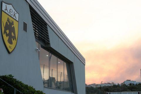 Στιγμιότυπο από τον ουρανό των Σπατών, λόγω της πυρκαγιάς στη Βαρυμπόπη