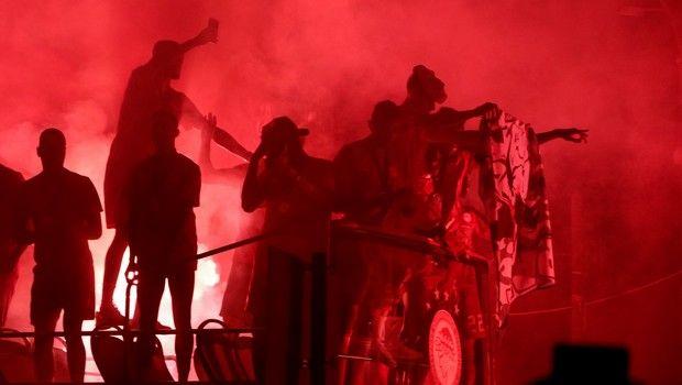 SUPERLEAGUE / ΟΠΑΔΟΙ ΤΟΥ ΟΛΥΜΠΙΑΚΟΥ ΓΙΟΡΤΑΖΟΥΝ ΜΑΖΙ ΜΕ ΤΗΝ ΟΜΑΔΑ ΤΗΝ ΚΑΤΑΚΤΗΣΗ ΤΟΥ 45ου ΠΡΩΤΑΘΛΗΜΑΤΟΣ ΣΤΟ ΠΑΣΑΛΙΜΑΝΙ (ΦΩΤΟΓΡΑΦΙΑ: ΤΑΚΗΣ ΣΑΓΙΑΣ / EUROKINISSI)