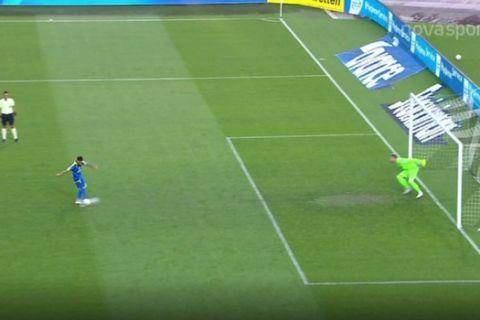 Ο Πασχαλάκης δεν πατάει τουλάχιστον το ένα πόδι του πάνω στην γραμμή στο ΠΑΟΚ - Αστέρας σε πέναλτι του Γκόμες.