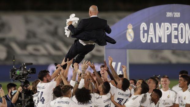 Ρεάλ Μαδρίτης: Οι παίκτες σήκωσαν τον Ζινεντίν Ζιντάν στον αέρα