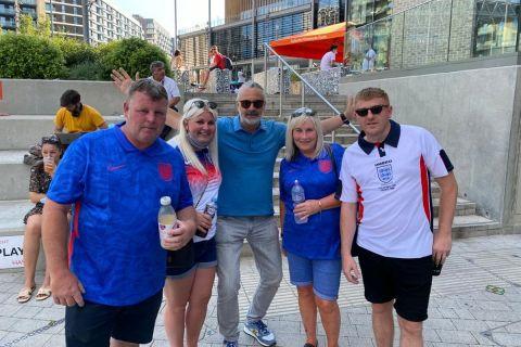 Ο Αντρέα Παλομπαρίνι έξω απ' το Γουέμπλεϊ μετά το Αγγλία - Κροατία για το Euro 2020.