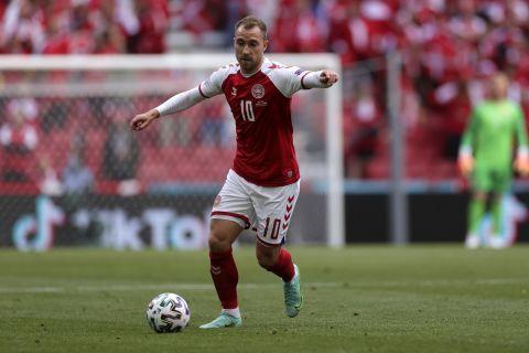 Ο Κρίστιαν Έρικσεν με τη φανέλα της εθνικής Δανίας στην πρεμιέρα του Euro 2020 κόντρα στην Φινλανδία