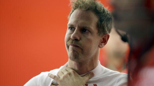 Formula 1: Ο Φέτελ προσπάθησε να αγνοήσει τον team principal της Ferrari