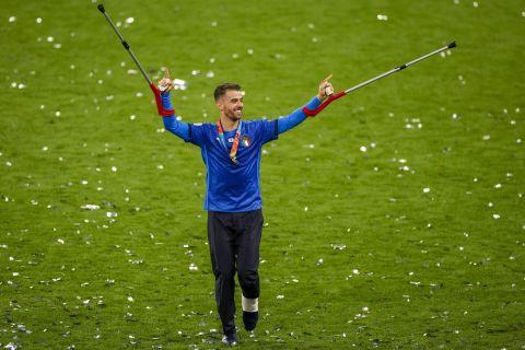 Ο Λεονάνρτο Σπινατσόλα πανηγυρίζει στο Γουέμπλεϊ μετά την κατάκτηση του Euro 2020 από την Ιταλία
