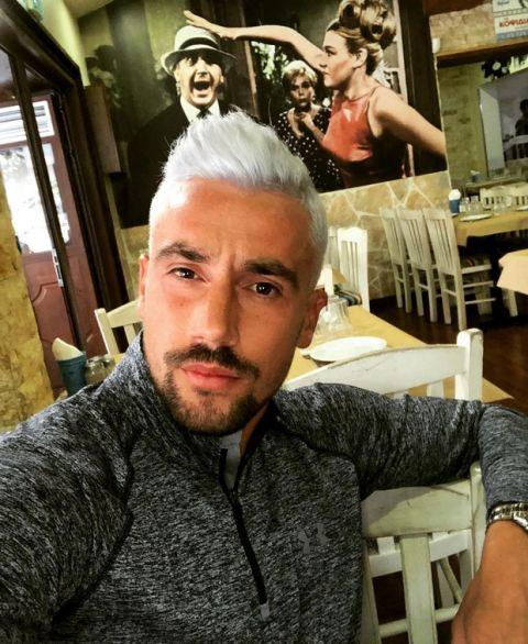 PHOTOS: Σώθηκε ο Απόλλων Σμύρνης και έβαψε πλατινέ τα μαλλιά του