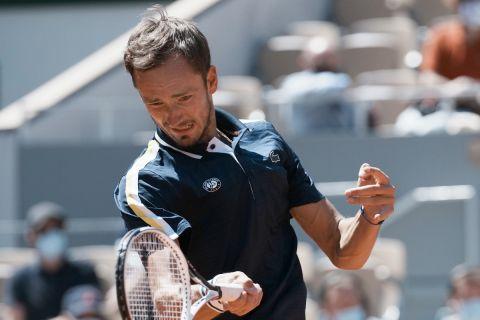 Ο Ντανίλ Μεντβέντεβ κατά τη διάρκεια του Roland Garros
