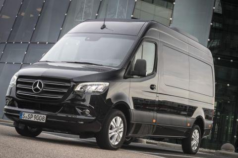 Pressefahrvorstellung Mercedes-Benz Sprinter 2018. Technische Daten: 319 CDI, Tourer (Kraftstoffverbrauch kombiniert: 8,2 l/100 km; CO2-Emissionen kombiniert: 214 g/km), Exterieur, Obsidianschwarz metallic // Press test drive Mercedes-Benz Sprinter 2018. Technical data: 319 CDI, Tourer (combined fuel consumption: 8.2 l/100 km; combined CO2 emissions: 214 g/km), Exterior, obsidian black metallic