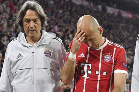 Bayern's Arjen Robben leaves the pitch injured during the semifinal first leg soccer match between FC Bayern Munich and Real Madrid at the Allianz Arena stadium in Munich, Germany, Wednesday, April 25, 2018. (AP Photo/Kerstin Joensson)