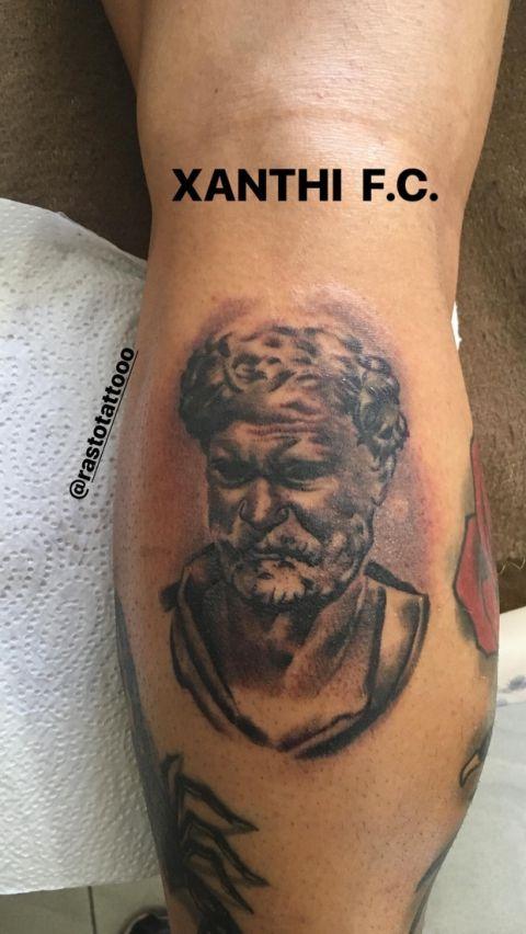 """PHOTO: Ο Γέντρισεκ """"χτύπησε"""" στο σώμα του τατουάζ της Ξάνθης"""