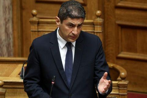 Ο Λευτέρης Αυγενάκης σε ομιλία του στη Βουλή
